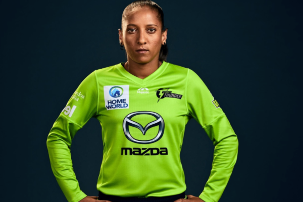 Shabnim Ismail signs new deal with Sydney Thunder