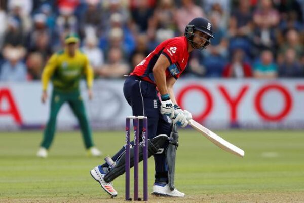 Dawid Malan shines as England defeats South Africa by 4 wickets