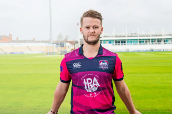 Nottinghamshire extend contract with batsman Ben Duckett