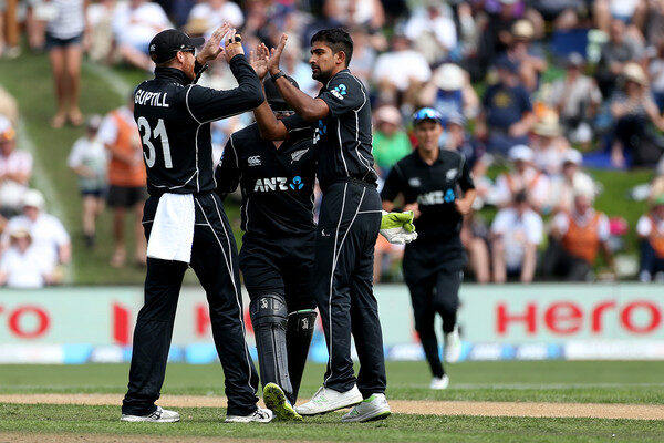 Ish Sodhi, Martin Guptill sustain injuries during the third T20I