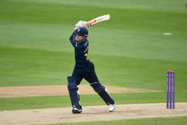 Warwickshire sign a one-year deal with batsman Ed Pollock