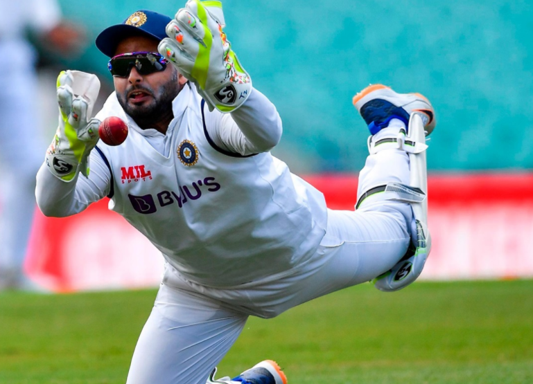 IND vs AUS: Ponting criticizes Pant for his sloppy glovework