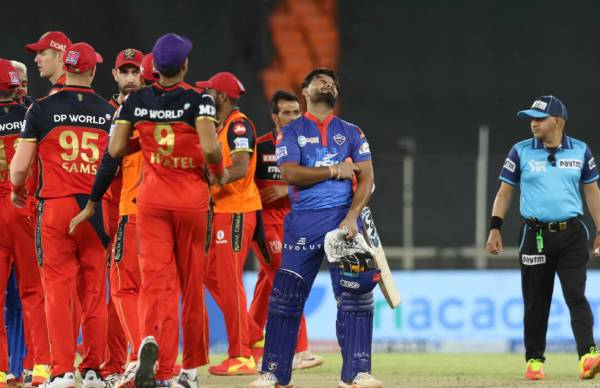 RCB vs DC Hetmyer's late carnage goes in vain as Delhi Capitals lose by 1 run