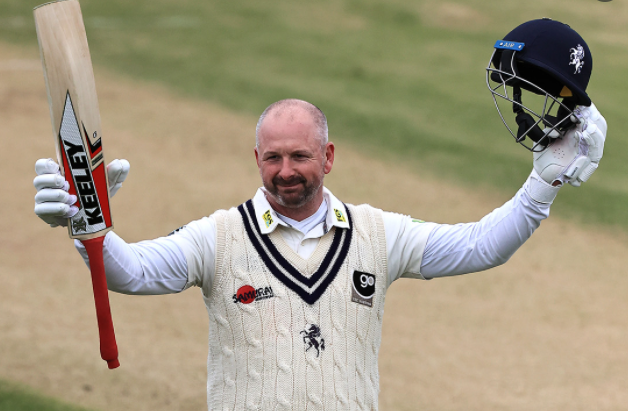 Darren Stevens extends his contract with Kent Cricket by one year