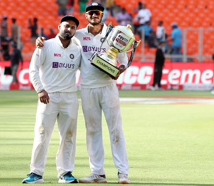 """Axar Patel gives hilarious response to Rishabh Pant's claim of being a """"shareef ladka"""""""